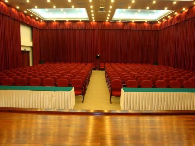 Giới tiệu màn rèm hội trường tại Showroon Màn rèm Hướng Việt Hồ Chí Minh